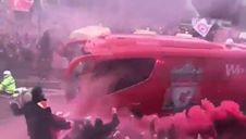 Kibice Liverpoolu pod stadionem Anfield przed meczem z Barceloną (07.05.2019 r.)