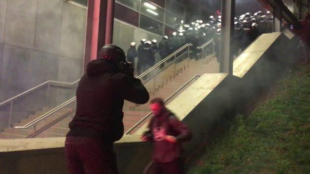 Prowokacje! Policja zaatakowała dziennikarzy i przedstawicieli mediów po Marszu Niepodległości
